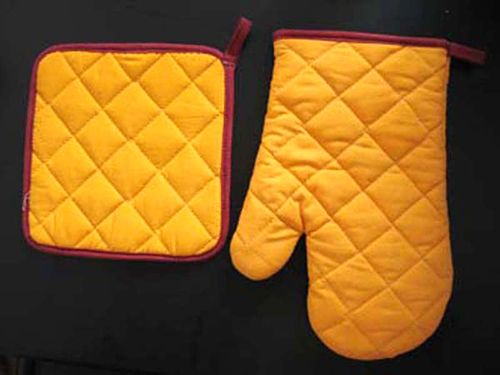 Kitchen Mitten Set  Items In My Kitchen I Can't Leave Wit Out Impressive Kitchen Mittens Design Ideas