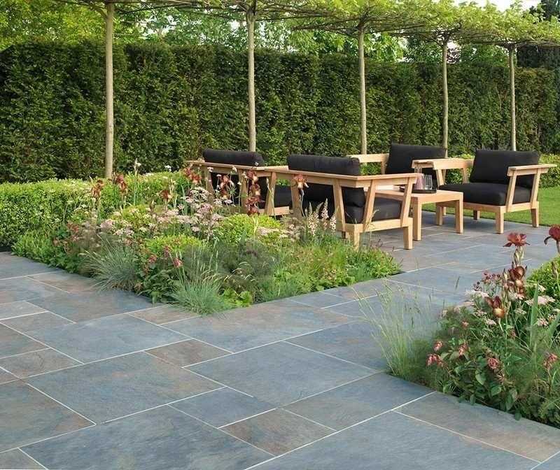 Natursteinplatten für die Terrasse im englischen Stil