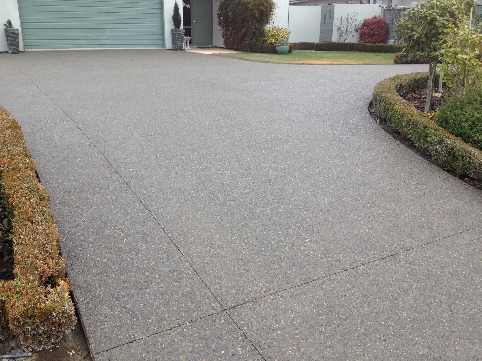 Exp Agg Concrete Driveway // nice coloring #landscaping #driveway ...