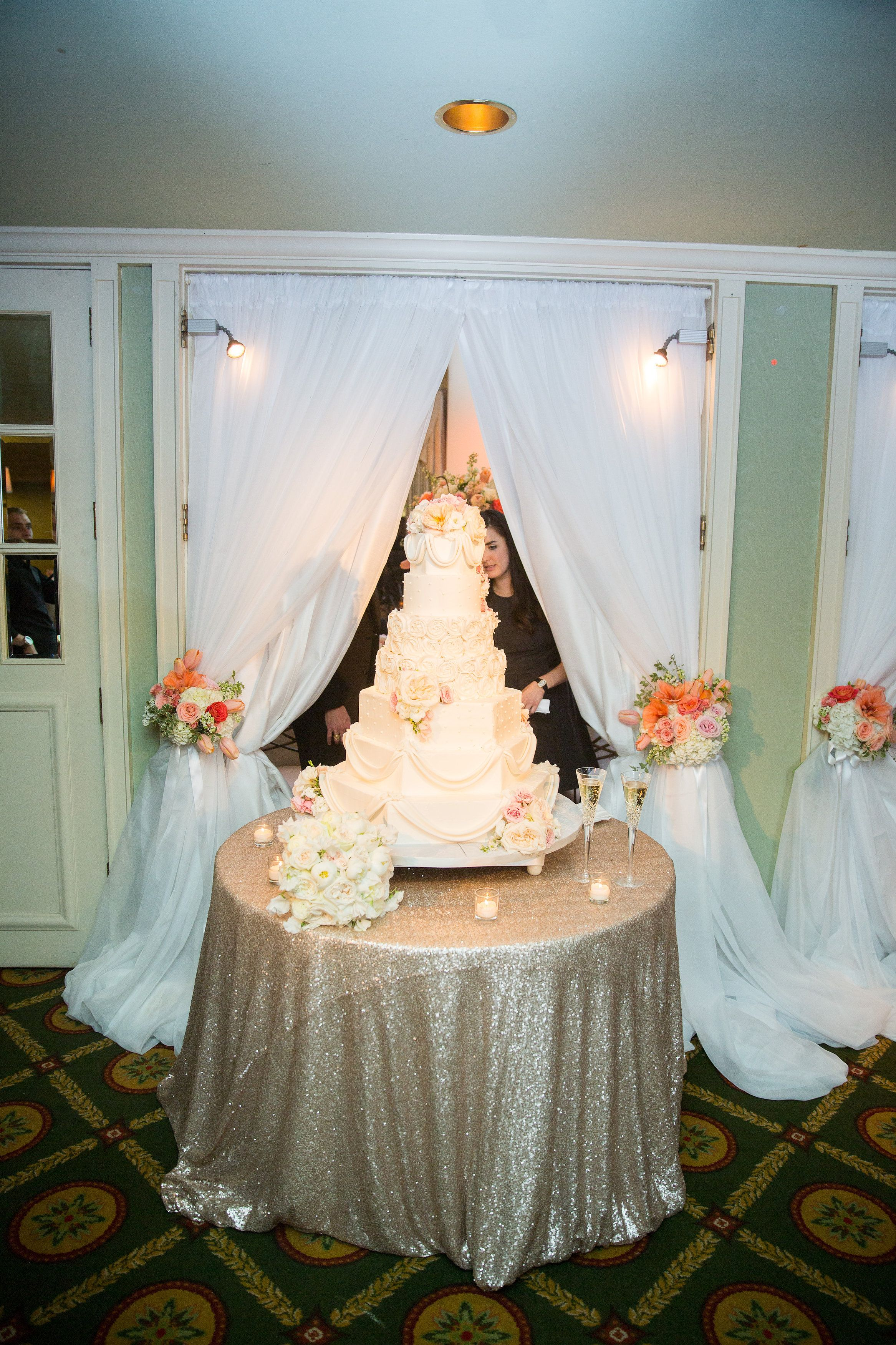 This Cake Wash By Beyond Helps This Sugar Masterpiece Stand Out At This Reception At The Adolphus Hotel In Dall Wedding Cake Table Wedding Linens Cake Displays