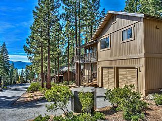 A Retreat To Remember In Dollar Point Vacation Rental In Lake Tahoe North Shore From Homeaway Vacation Rental Vacation Rental Vacation Rental Apartments