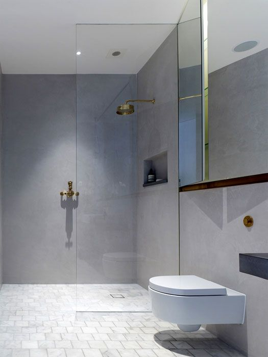 Tadelakt was the natural choice for both bathrooms of the