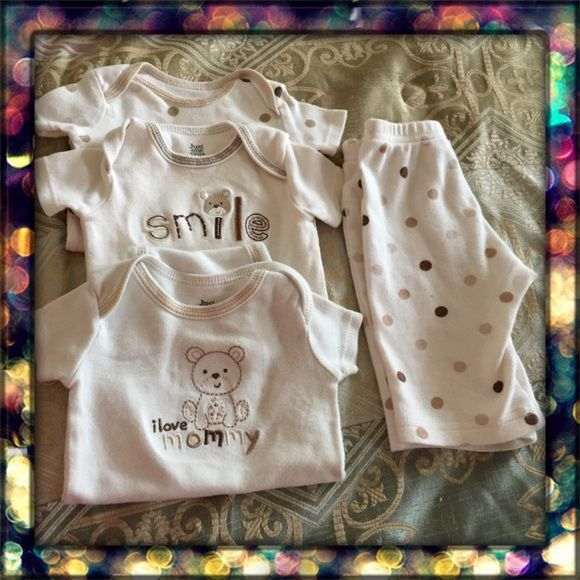 👶🏻Bundle for baby👶🏻 Bundle for baby, 3 onesies and one pair of pants. Size S (0-3months aprox) Carters Matching Sets