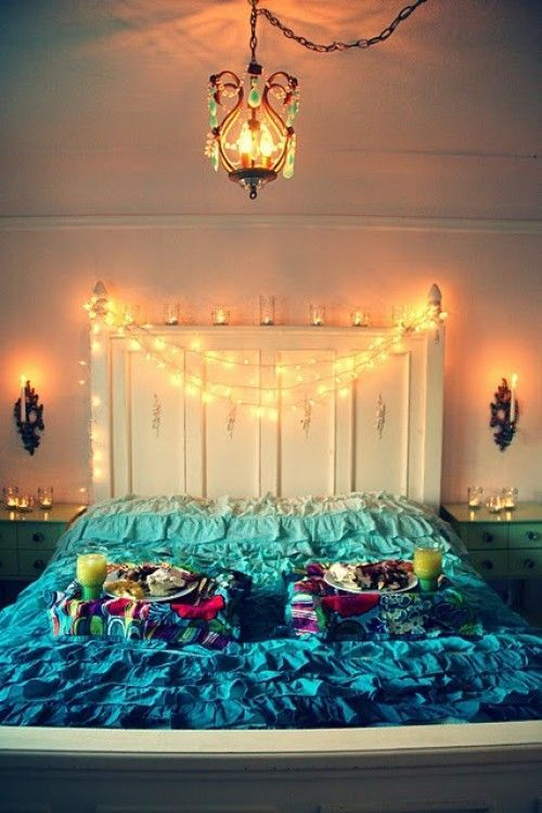 12 Ideas for Year-round Christmas Lights Decoration in the Bedroom