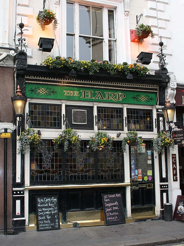 The Harp Pub At 47 Chandos Place Covent Garden London England Is A Traditional Pub On 2 Floors With Stained Glass Windows Han Pub London Bars Covent Garden
