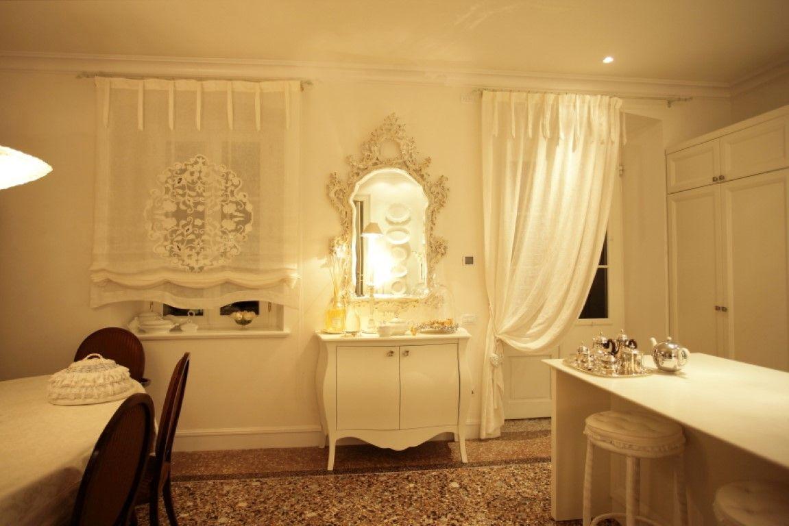 Credenza Antica Per Cucina : Angolo cucina con credenza due porte bianco antico e specchio