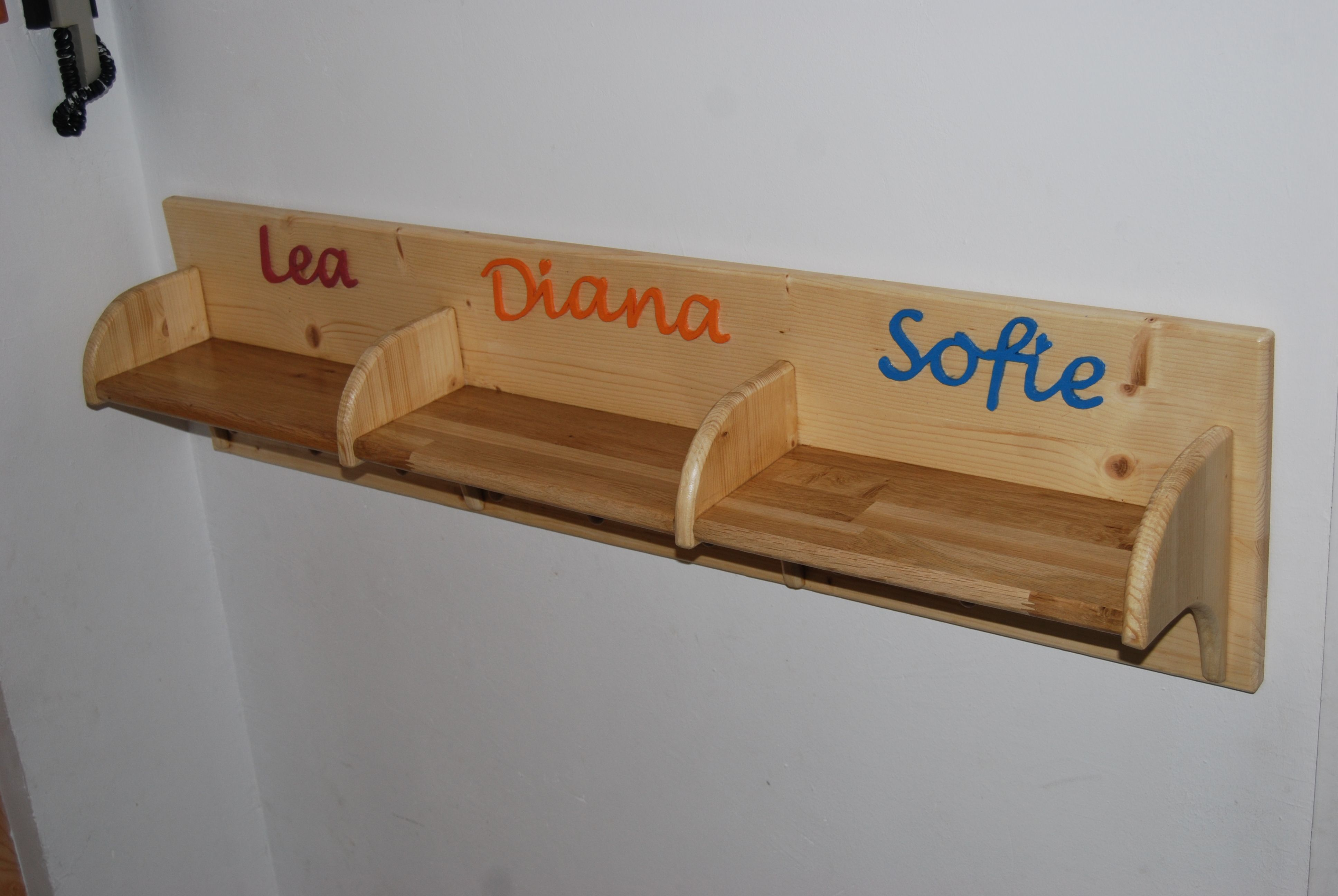 kindergarderobe mit ablage anleitung zum selber bauen. Black Bedroom Furniture Sets. Home Design Ideas