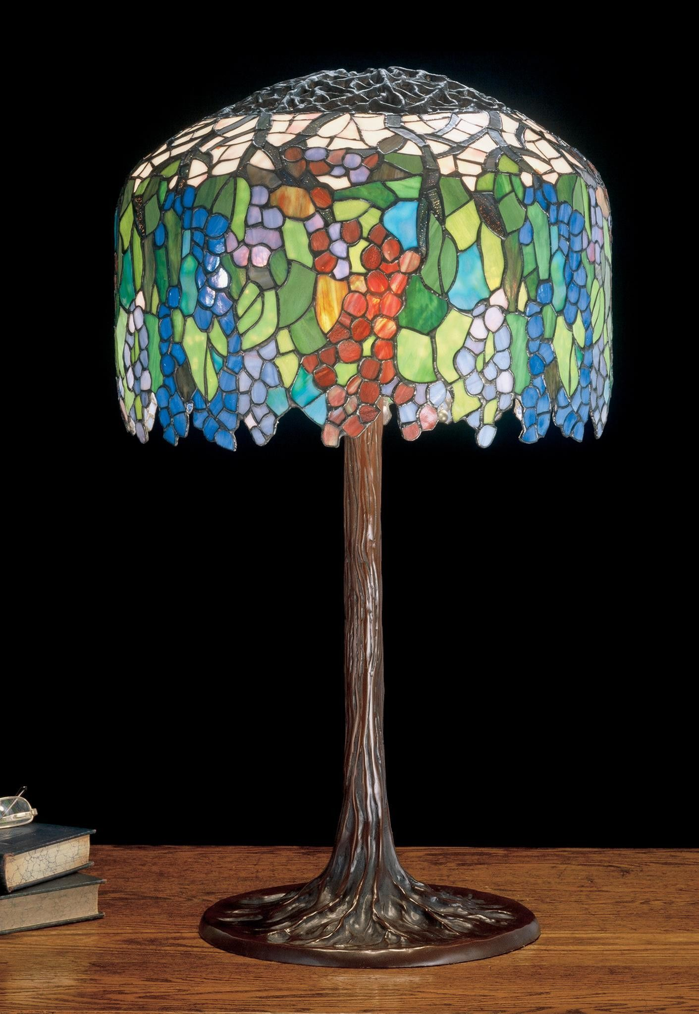 32 Inch H Tiffany Grapevine Table Lamp