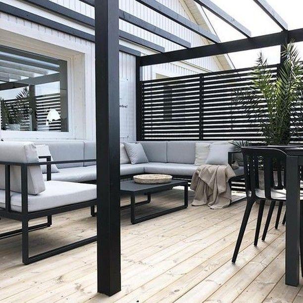 """Photo of Skjærgård Outdoor Living WA på Instagram: """"Det slanke, rene og polerte uteoppholdsarealet av @ svartvitrandig er minimalisme på sitt beste! 👌 De svarte linjene står i kontrast til de grå og… """"- Brad & sjokoladeoppskrifter"""