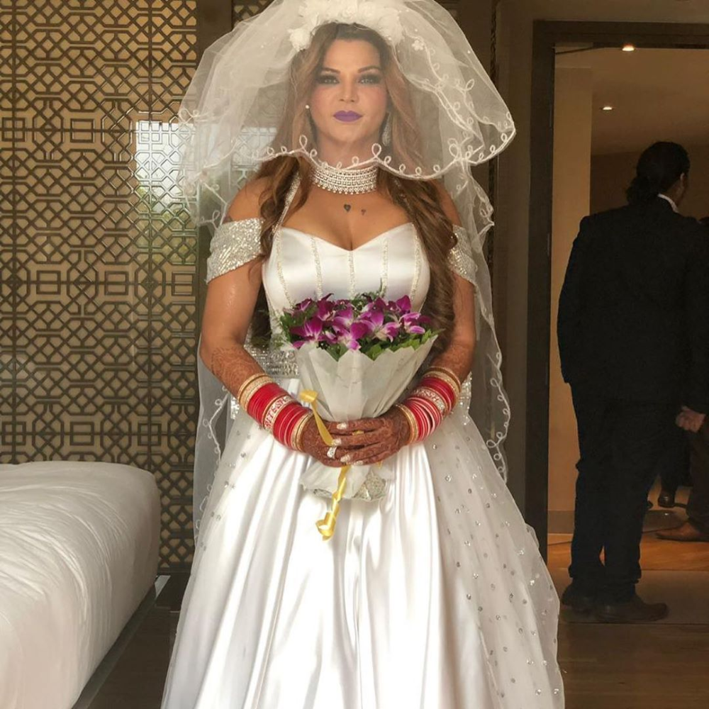 Just Married Pictures Of Rakhi Sawant Are A Dream Come True For Every Mother In Law In 2020 Christian Bride Celebrity Weddings Just Married
