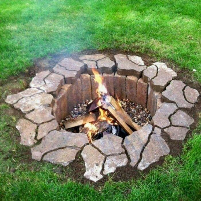 Great Way To Do A Back Yard Fire Pit Lined With Bricks And Rimmed With Flagstone Or Slate Keeps It Clean Backyard Diy Fire Pit Outdoor Fire