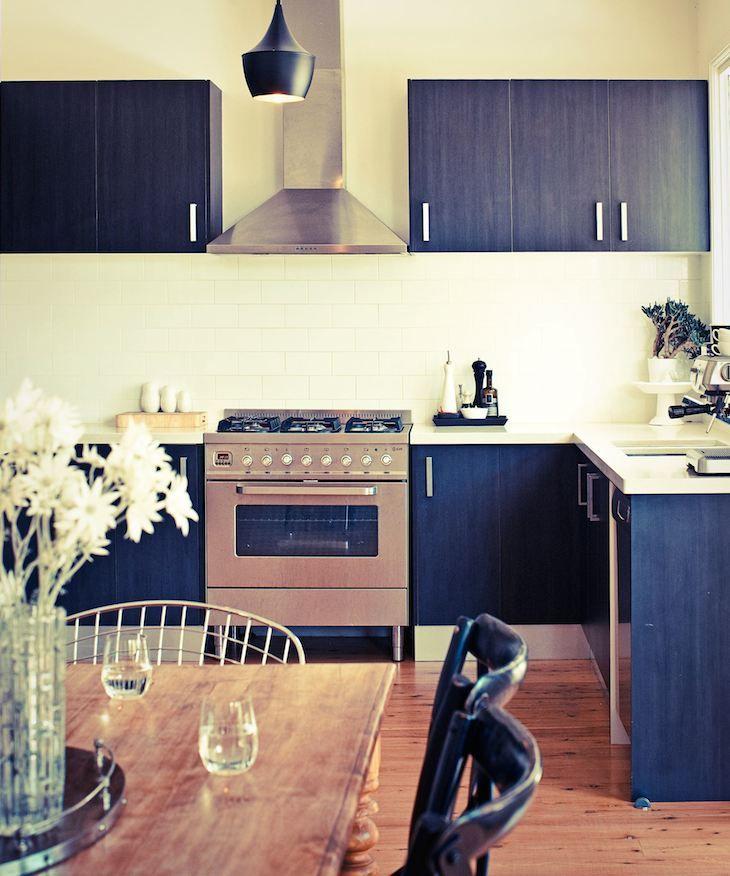 Bloglovin\u0027 black stuff Pinterest Kitchens, Bungalow and Mid