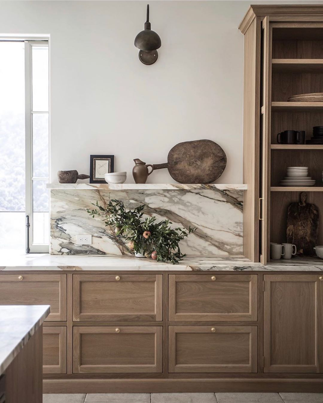 Just YES. @jakealexanderarnold can do no wrong. Bravo on the most beautiful, classic kitchen.
