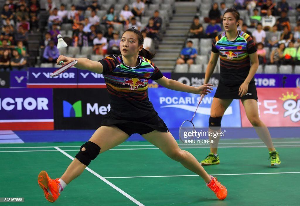 China S Huang Yaqiong Plays A Shot Beside Her Partner Yu Xiaohan Badminton Knee Injury Partners