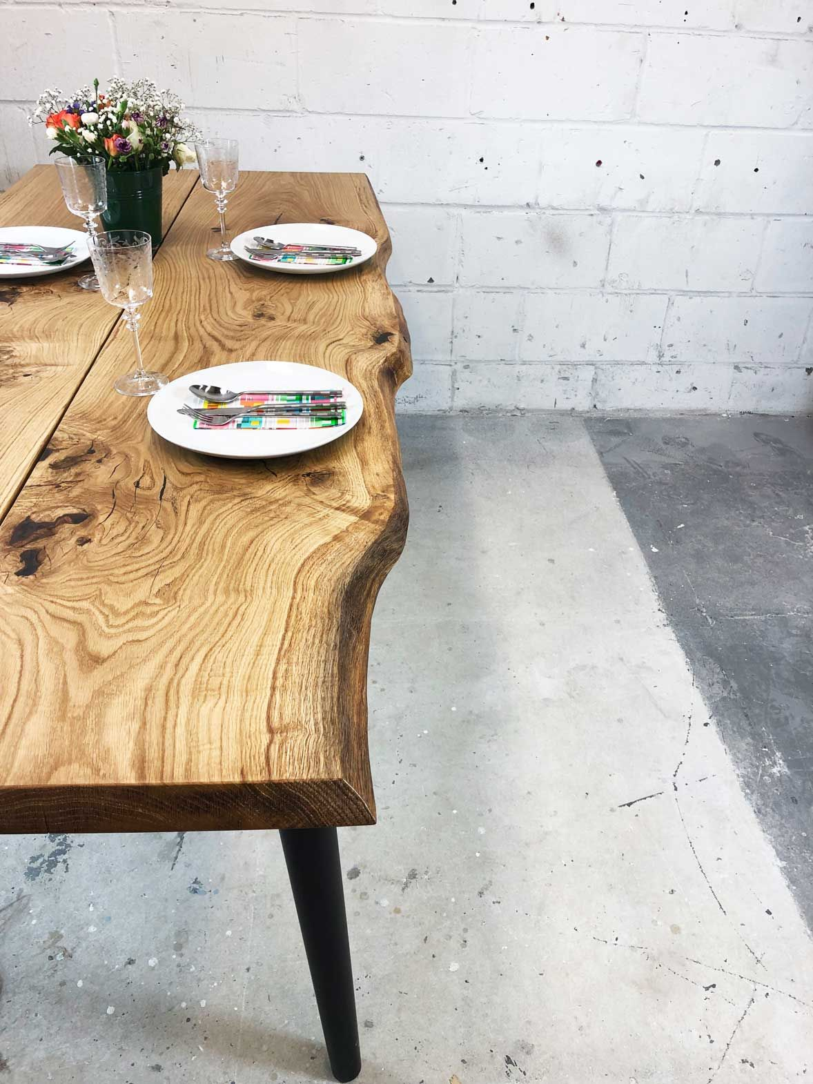 Solid Oak Dinning Table With Natural Live Edge And 4 Wooden Etsy Dinning Table Wooden Natural Wood Table
