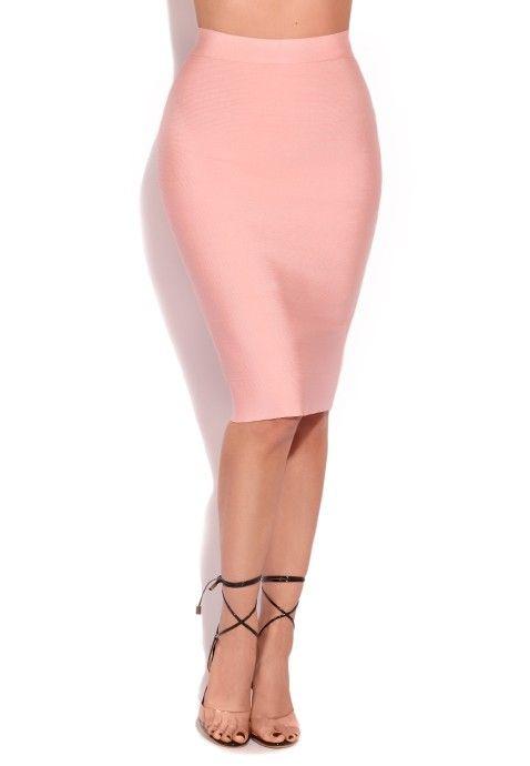 fb427c8c27c751 Cette jupe mi longue rose est l'exemple parfait de la jupe crayon ...