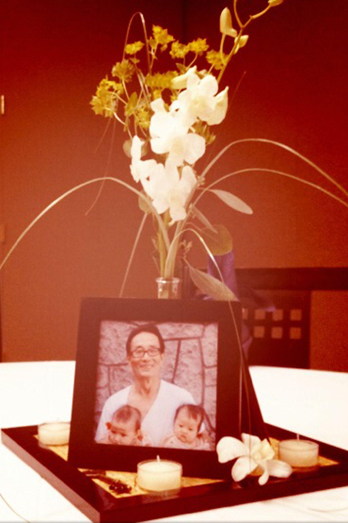 Korean wedding decoration ideas  centerpieces  photos of dad fresh flowers tea light candles keys