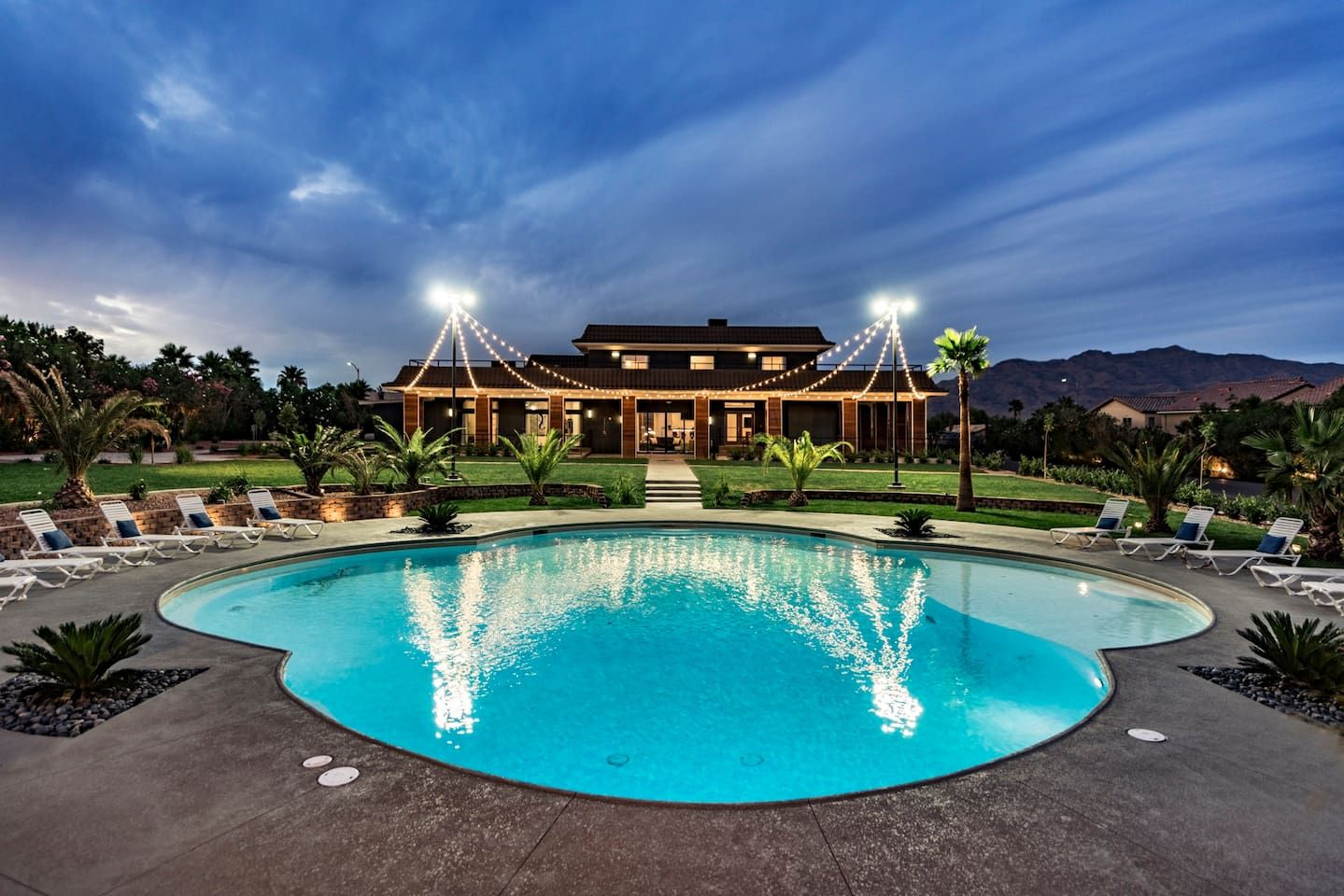 Stunning Las Vegas Estate The Lotus House Houses For Rent In Las