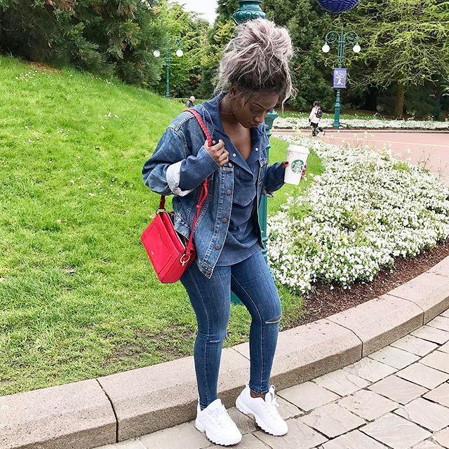 D I S N E Y. ________________________  Jacket : @levis / @son_et_image_vintage_store Sweater : @zara Shoes : @lecenun  Jean : @topshop Bag : @parfois_official