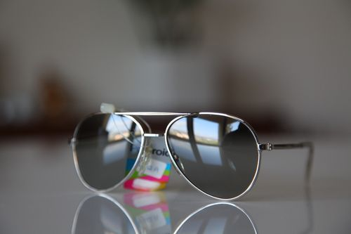 Polaroid Vintage Aviator Sunglasses Chrome Frame/ Light Dark Polarizing lenses