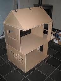 Resultado De Imagem Para Fabriquer Une Petite Maison De Poupees En Carton Casas De Carton Casa De Munecas Casas De Munecas
