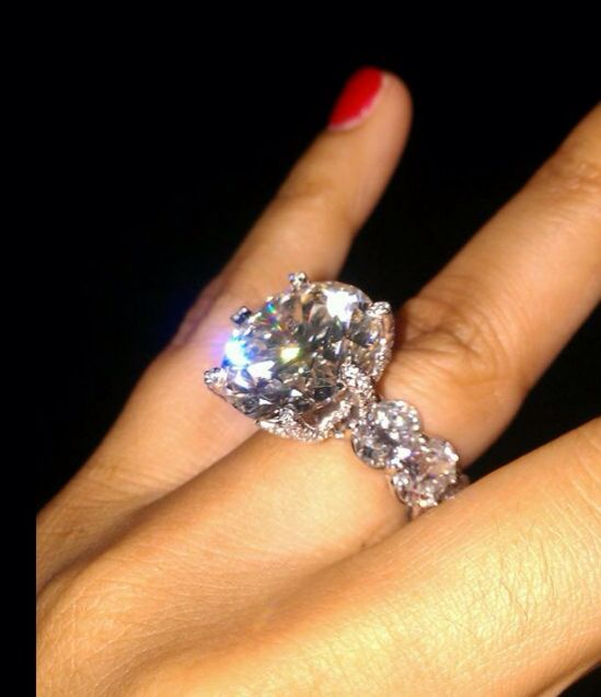 Floyd Mayweathers Engagement Ring. 2.5 Million Dollars And Itu0027s 99.9%  Diamonds With Barely Any Images