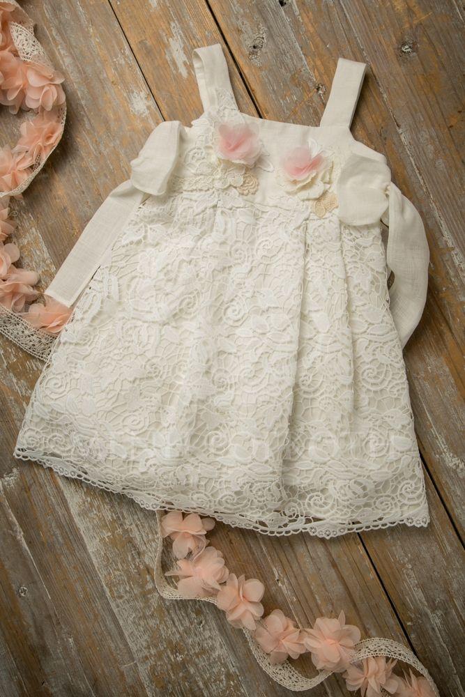 803772835a4 Βαπτιστκά ρούχα για κορίτσι της Lapin house εκρού λινό φόρεμα με βαμβερή  δαντέλα και φιόγκους στο πλάι