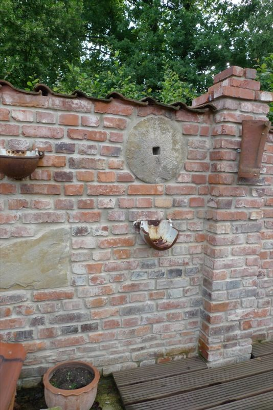 Inspirationen f r ruinenmauern im garten garten - Backsteinmauer im garten ...