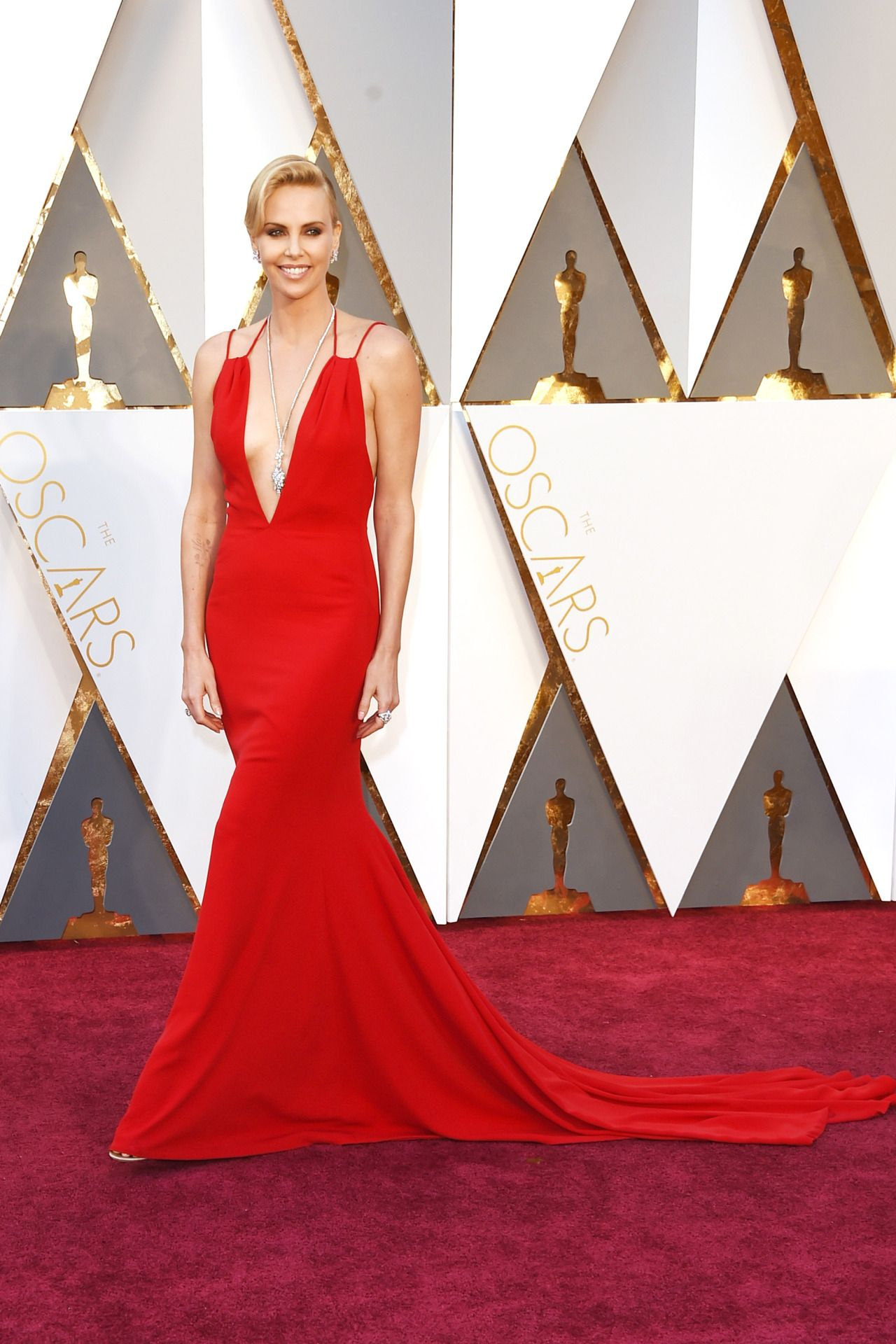 harpersbazaar:  Charlize Theron Is Ravishing In Christian Dior Red On The Oscars Red CarpetSee more Oscar arrival dresses.