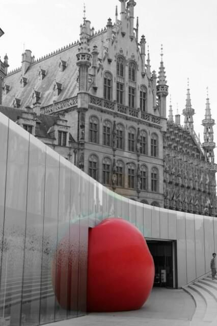 RedBall project (Kurt Perschke), day 1, in Leuven, Belgium. Today, September 20, 2012. Photo Liesbet De Saeger