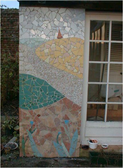 Création D'Une Mosaïque Murale En Extérieur Sur Le Mur D'Une