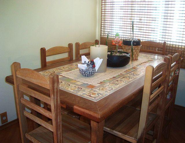 Mesa em madeira e cer mica pastilha de ceramica madeira - Mesas de azulejos ...