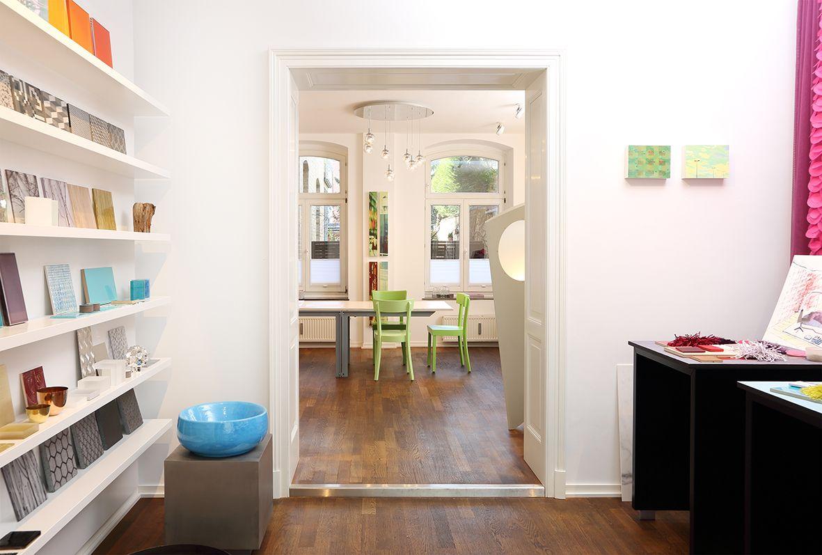 Blick vom Showroom zum Arbeitsbereich   Innenarchitektur ...