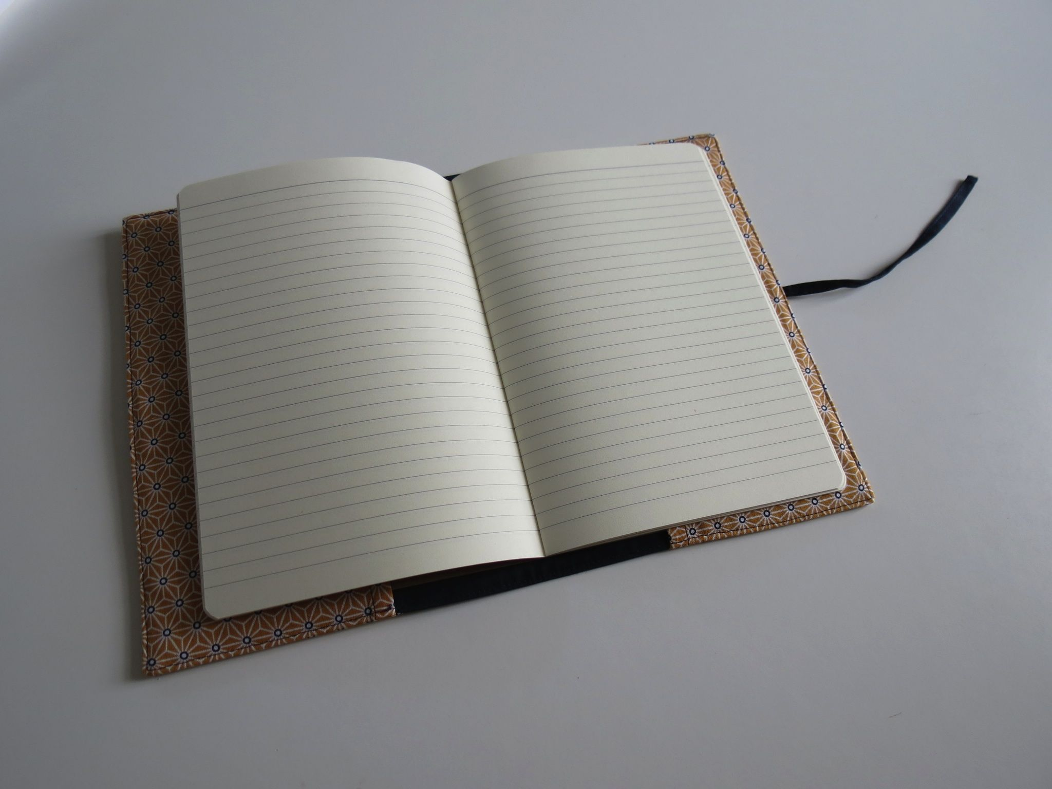 Un carnet de notes au format A5 ou A6, qui peut aussi servir de protège-carnet de santé