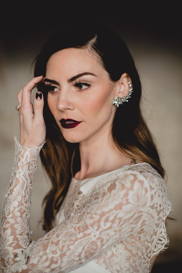 Bridal Nail | Noiva moderna com unhas escuras