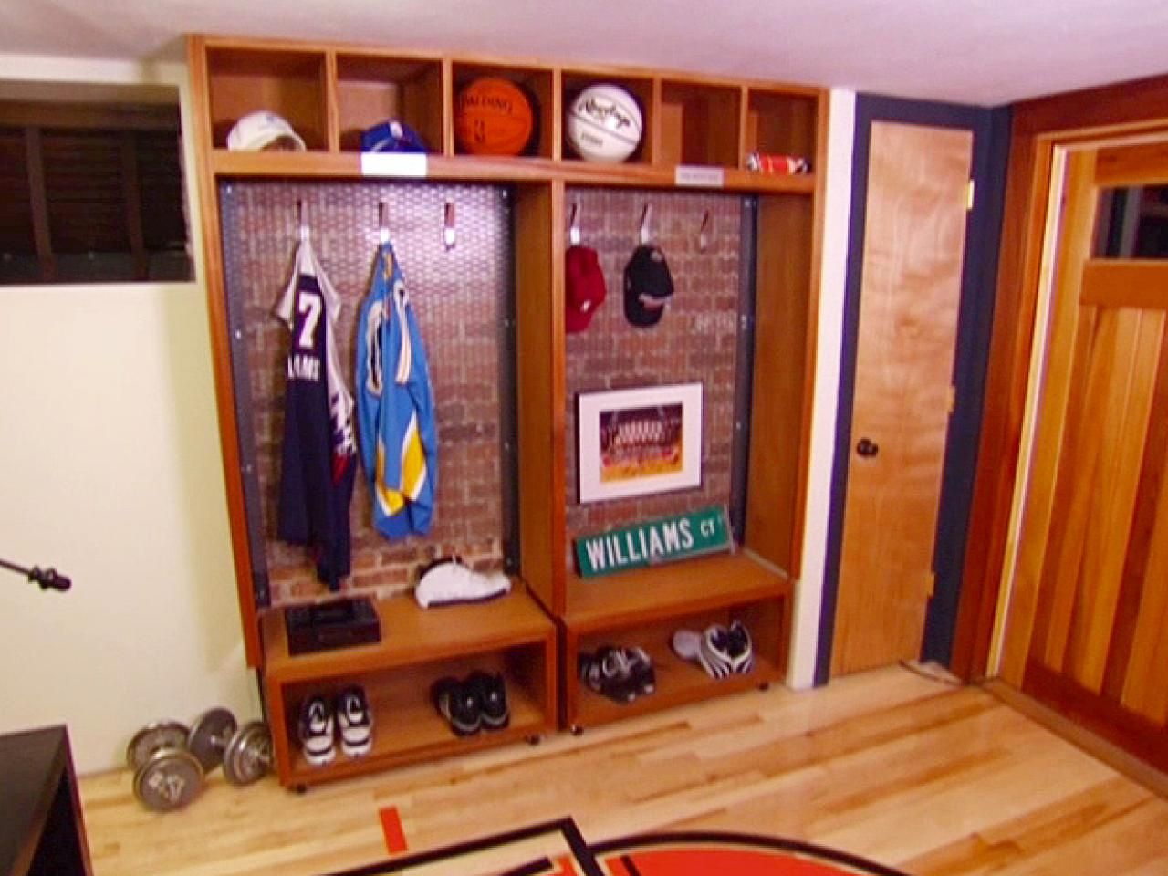 Boys basketball bedroom ideas - Locker Idea On Each Side Of Boys Windows For Shoes Hooks And Bballs