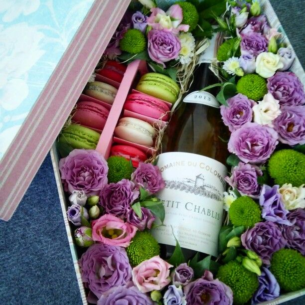 Коробочки с цветами и макаронами