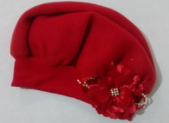 d0f8183617de3 boina infantil em tecido soft vermelho com flor de cetim vários ...