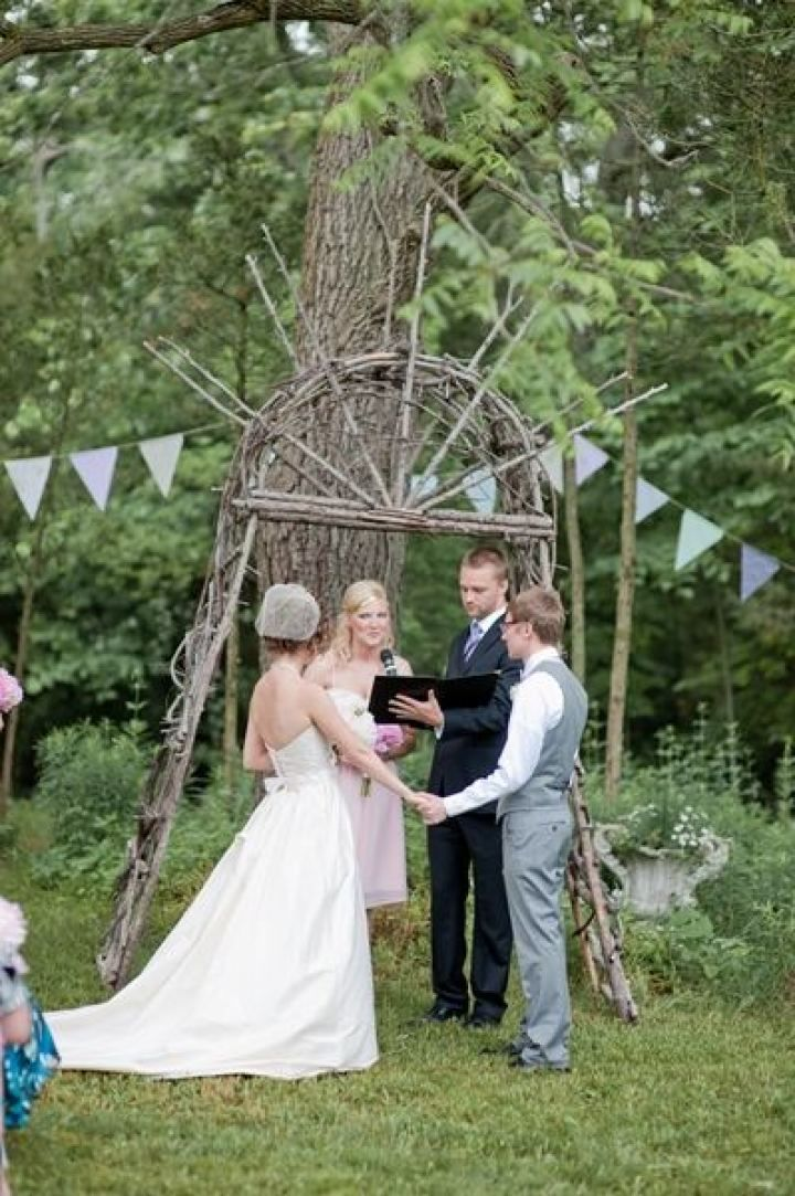 Rustic wedding ceremony | fabmood.com #farmwedding #rusticwedding #weddingideas #weddinginspiration #rustic