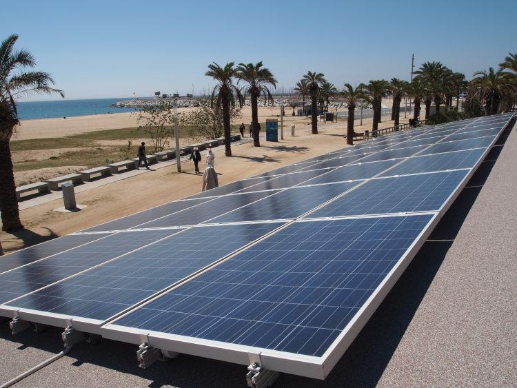 Gtm Research Noted That Spain Has 3 9gw Of Contracts Through August Which Should Be Grid Connected Be Solar Panels For Home Solar Panel Cost Pool Solar Panels