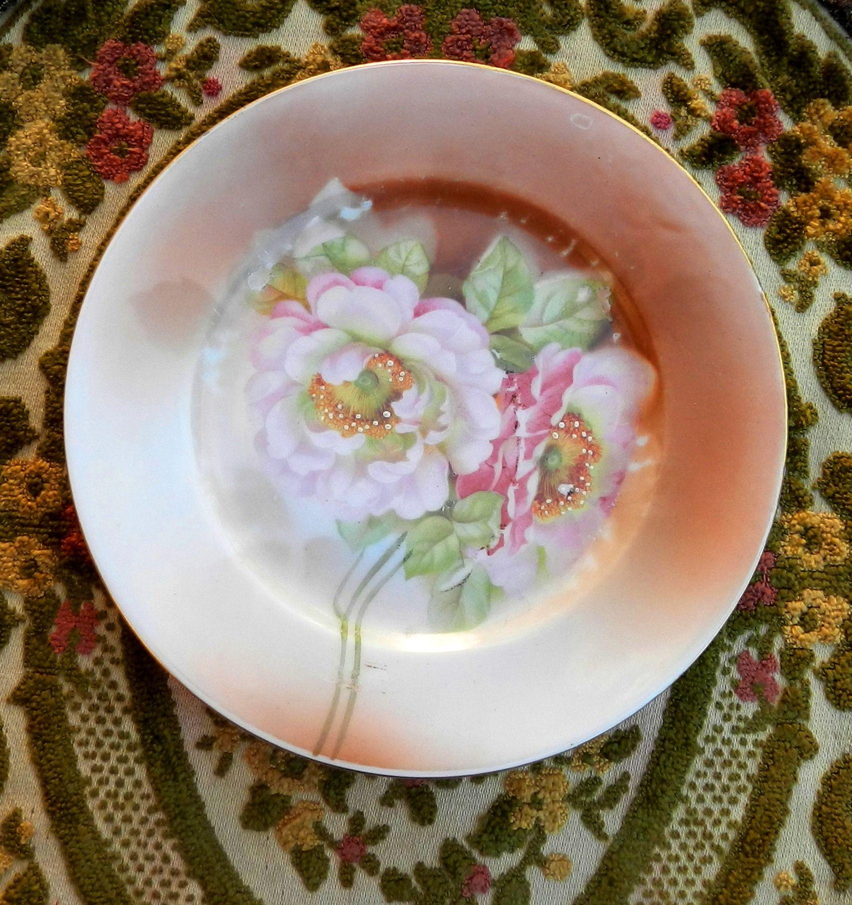 *Antique Royal Vienna*Austria* *Plato de Porcelana (16,5 cm. de diámetro)*Detalles Pintados a Mano*