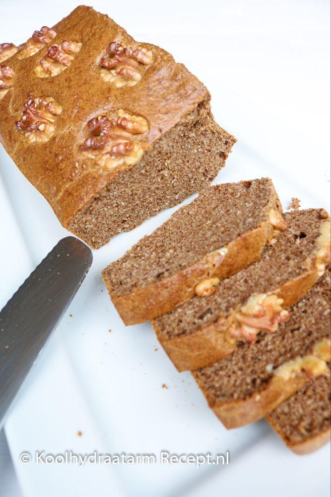 Peperkoek met walnoten, lowcarb ontbijtkoek | KoolhydraatarmRecept.nl