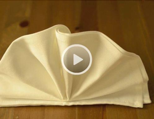 servietten falten facher die gangige bezeichnung fa 1 4 r diese simple serviettenfalttechnik ist der mancher orts wird man jedoch auch unter dem begriff pfau ndig ob