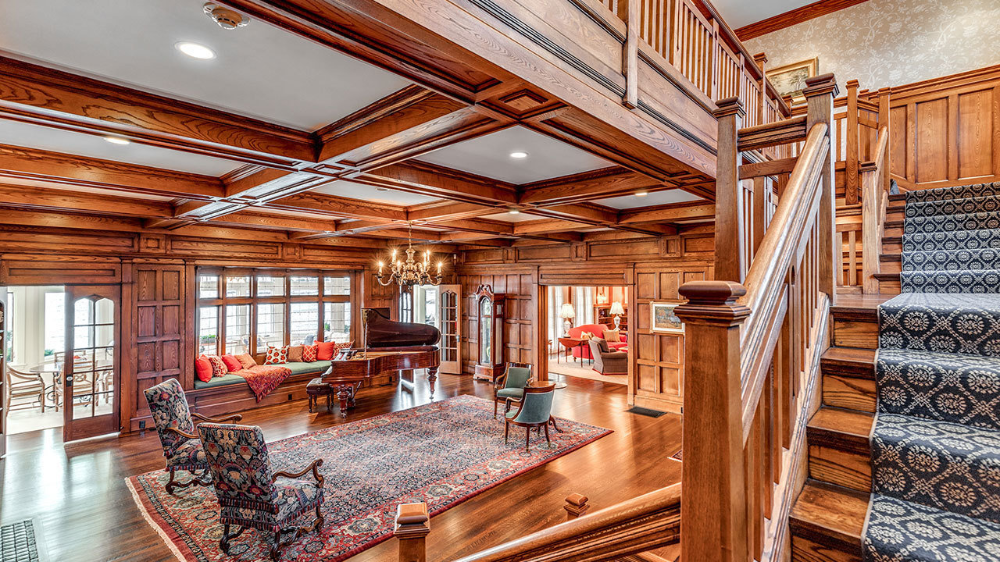 An Oceanfront Estate Within Commuting Distance Of Boston Mansion