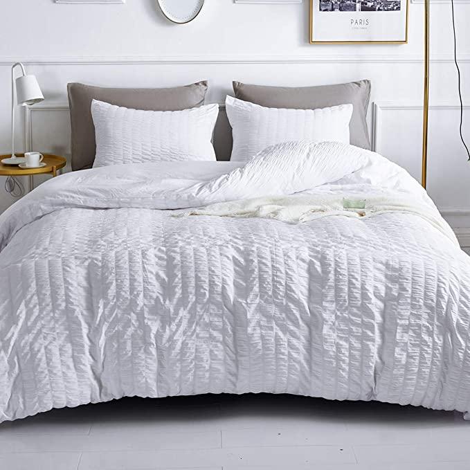Amazon Com 3 Pieces White Duvet Cover Set King Size Seersucker Textured Duvet Set Soft 100 Microfiber Hotel Be In 2020 White Duvet Covers Duvet Sets Textured Duvet