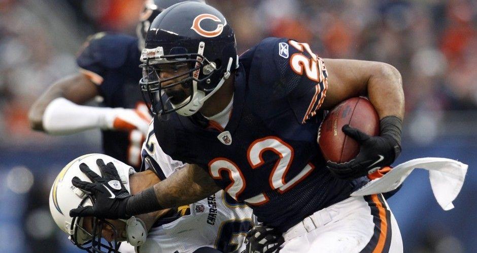 Chicago Bears Matt Forte Donates Grant To Alma Mater Chicago Bears Running Fashion Nfl Players
