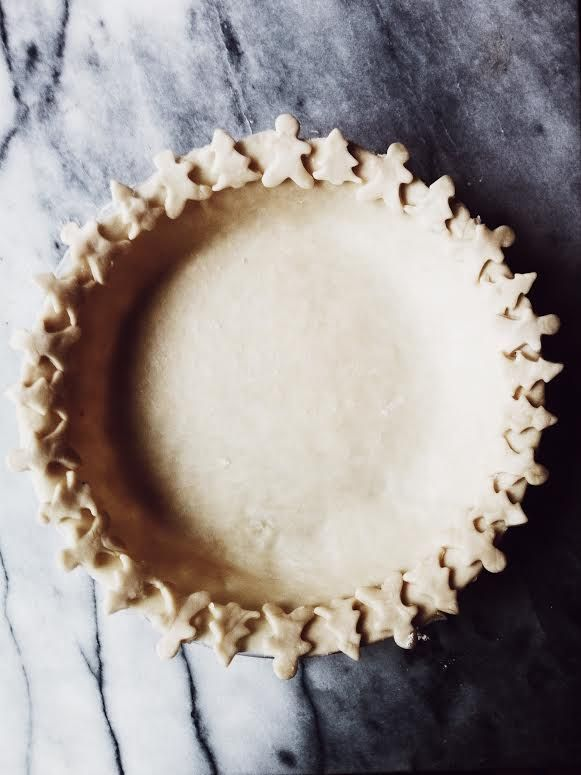 oil pie crust with a christmas border. I use it for anything: savory and sweet, mini and extra-large, pies, patties and galettes.