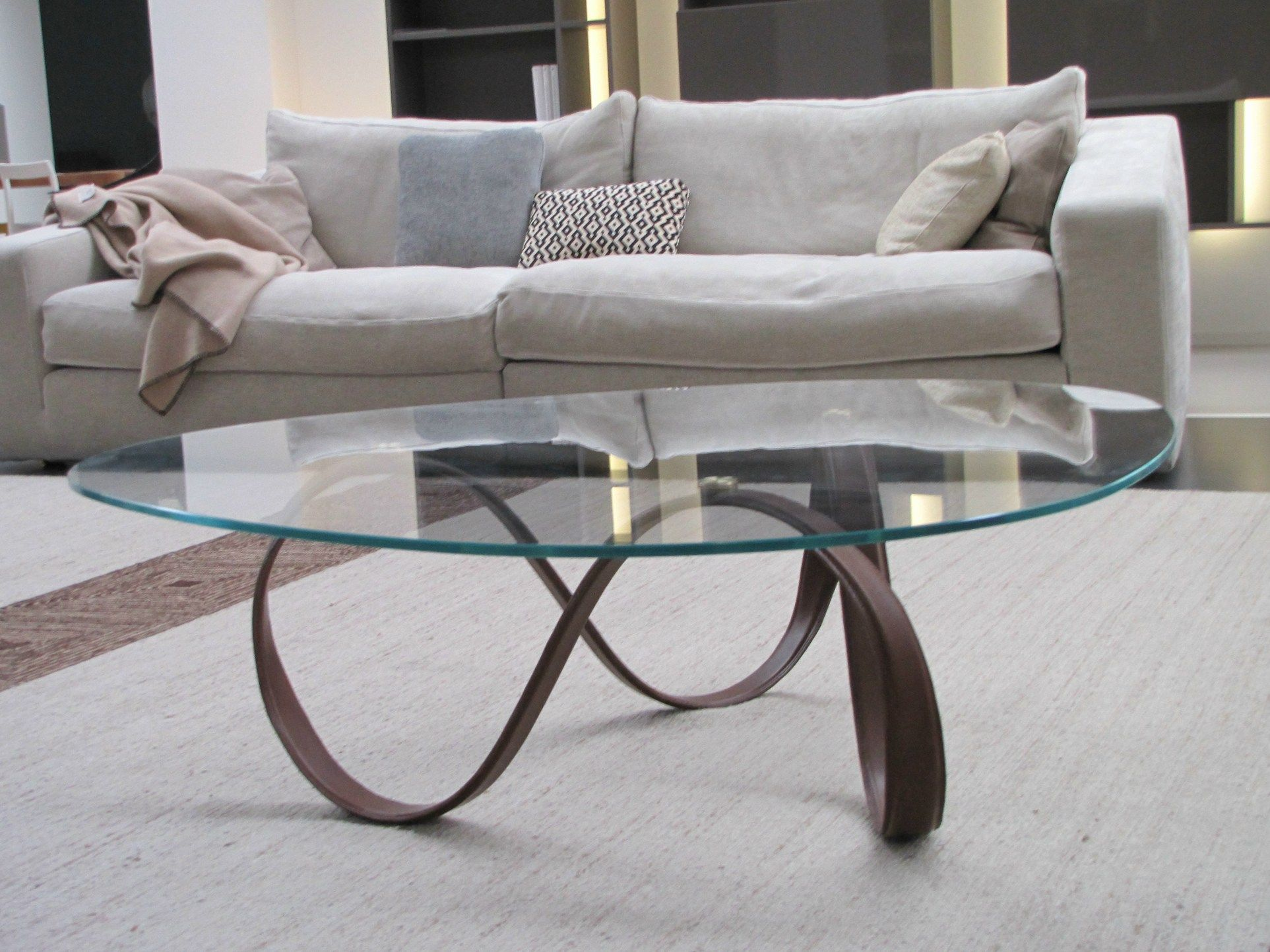 Charmant A Glass Coffee Table Inspired By The Latest Contemporary Trends