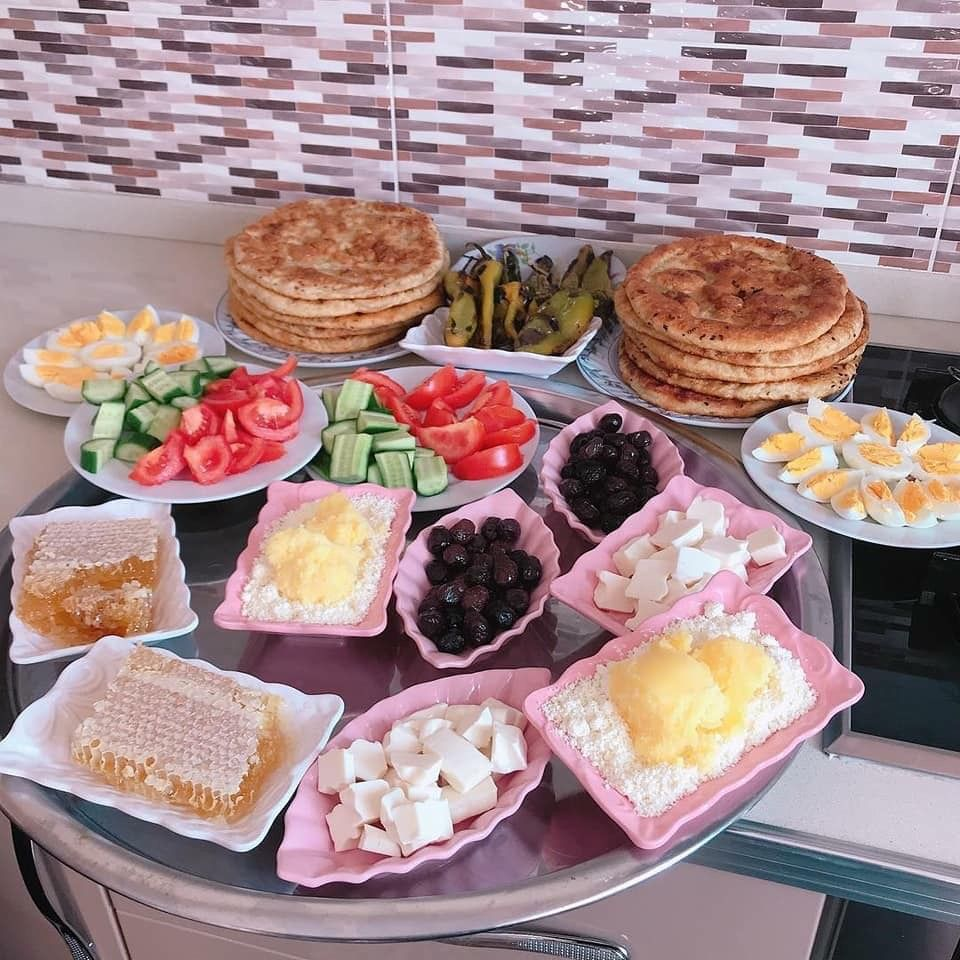 Pin By Rose Mary On ترتيب سفرة Food Cheese Board Cheese