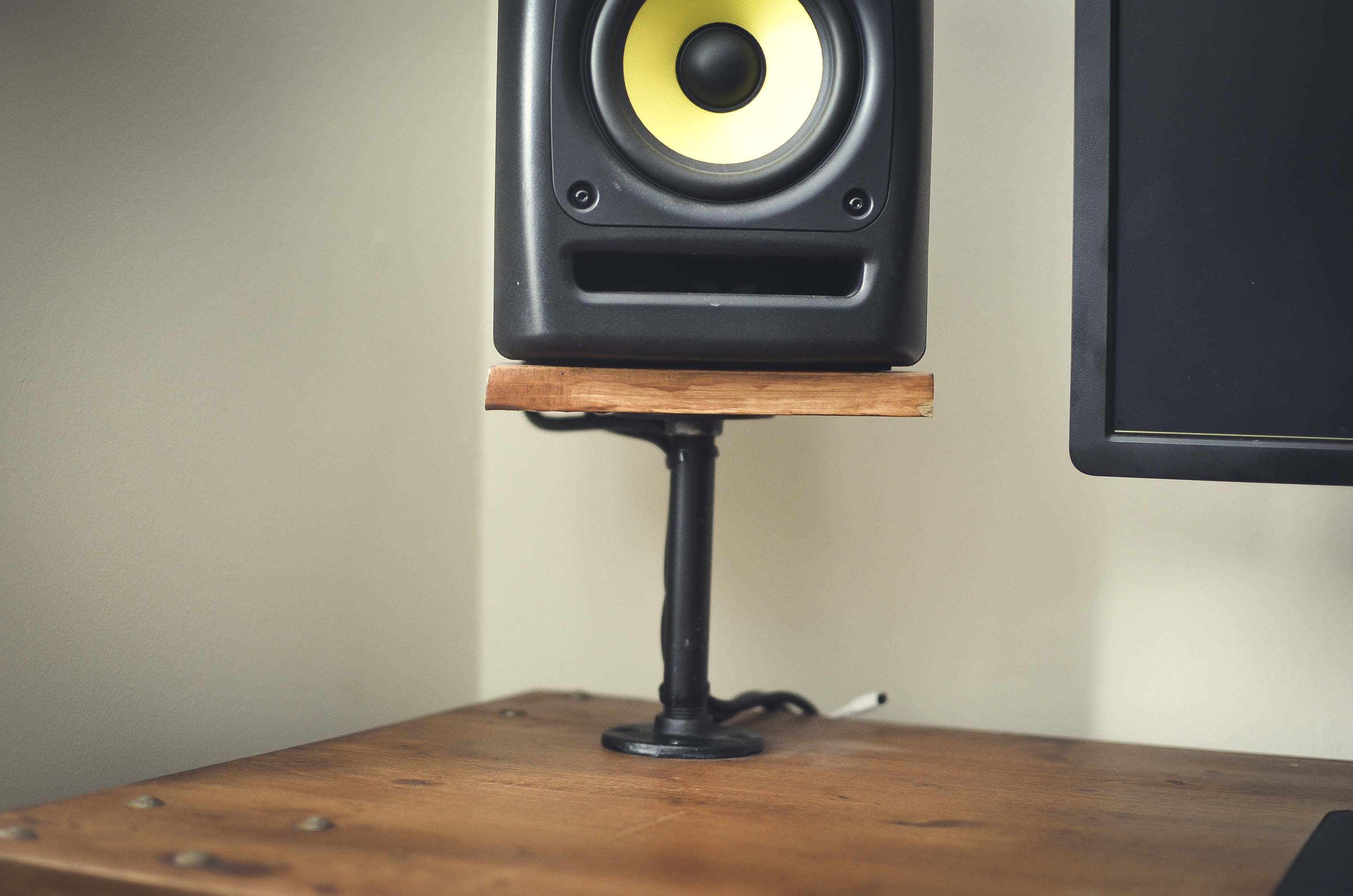 8 Great Diy Speaker Stand Ideas That Easy To Make Diy Furniture